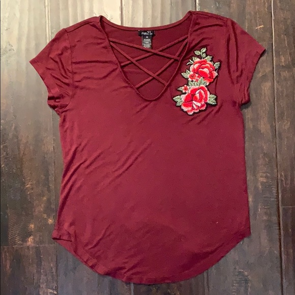 Rue21 Tops - Rue21 Tee w/ Flower
